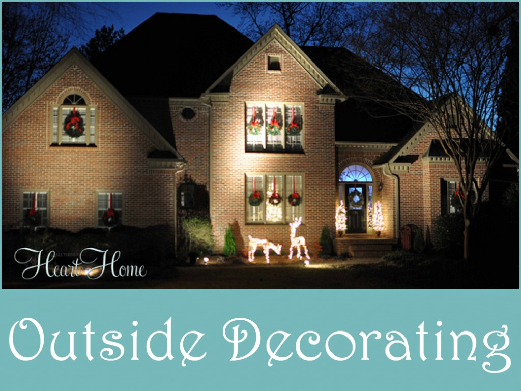 Decorating the outside for christmas all things heart for Outer decoration of house