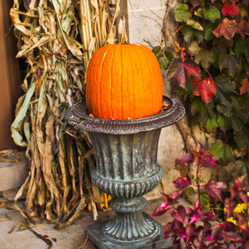 decourating with pumpkins and gourds