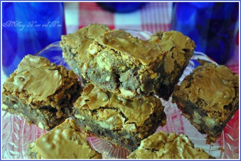 bodacious-blondies-with border
